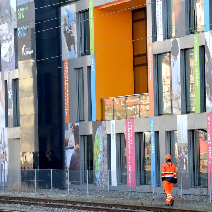 Signalétique mur bâtiment Campus Arc Neuchâtel